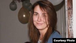 Деница Апостоловска, активист во ЛГБТ Јунајтед