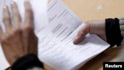 Հայաստանի նախագահի ընտրությունների քվեաթերթիկների հաշվարկը Երեւանի ընտրատեղամասերից մեկում, 18-ը փետրվարի, 2013թ.