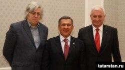 Әлеге хисапны әзерләүчеләр Андреас Гросс (с) һәм Гиоргий Фрунда (у) 2011 ел башында Казанда Татарстан президенты Рөстәм Миңнеханов белән