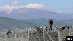 Yunanıstan-Makedoniya sərhədində miqrantlar, arxiv fotosu
