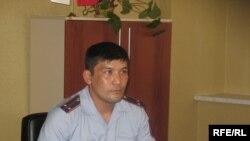 Бокстан әлем чемпионы атанған полиция лейтенанты Алмас Досжанов. Алматы, тамыз, 2009 жыл.