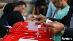 Pamje nga votimet në Teheran