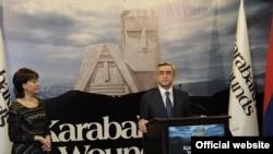 Президент Армении Серж Саргсян выступает на презентации цикла фильмов Цветаны Паскалевой, Ереван, 18 ноября 2011 г.