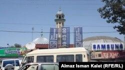 Бишкектеги борбордук мечиттин капталынан көрүнүшү.