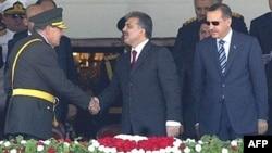Gündəliklərdə 2003-2004-cü illərdə türk ordusunun AKP hökumətinə qarşı çevrilişə hazırlaşdığı iddia edilib