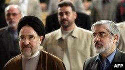 میرحسین موسوی (راست) و محمد خاتمی