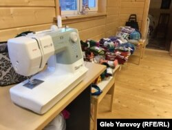Работы кружка рукодельниц продают в Доме карельского языка