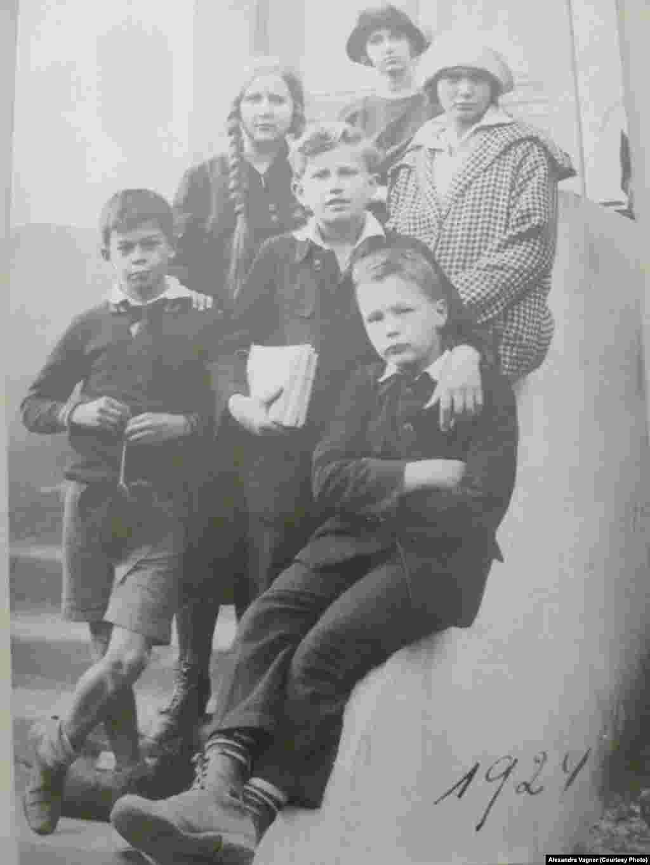 Дети русских эмигрантов в Праге. 1924 год.