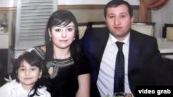 Журналист Парвиз Хашимли со своей семье.
