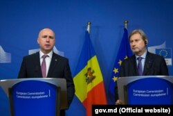 Premierul Pavel Filip și comisarul european Johannes Hahn, Bruxells