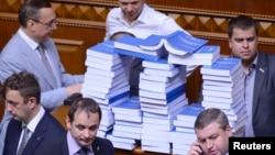Опозиція блокує трибуну Верховної Ради, Київ, 6 травня 2013 року