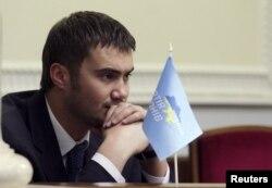Віктор Янукович-молодший, син колишнього президента України Віктора Януковича, сидить на засіданні в парламенті. Київ, 5 лютого 2009 року