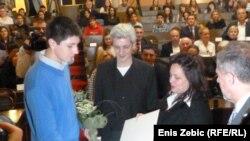 Roditelji ubijenog Luke Ritza dodjeljuju nagradu Stjepanu Mrganiću, 16. studeni 2011.
