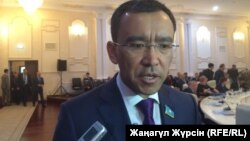 Маулен Ашимбаев, депутат парламента Казахстана, руководитель комитета мажилиса по международным делам, обороне и безопасности. Актобе, 19 мая 2017 года.