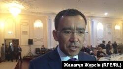Маулен Ашимбаев в бытность председателем комитета по международным делам, обороне и безопасности мажилиса парламента Казахстана.