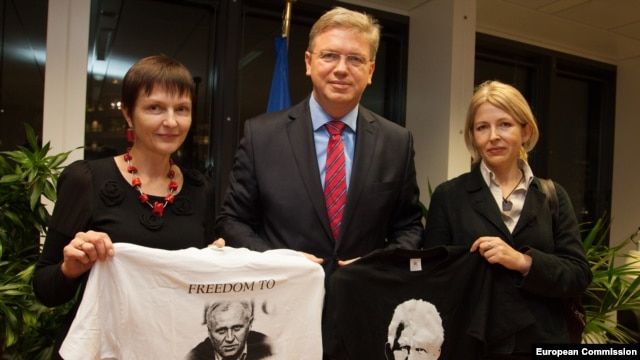 EU Enlargement Commissioner Stefan Fuele meets with Maryna Adamovich (left), the wife of Mikalay Statkevich, and Natallya Pinchuk, the wife of Ales Byalyatski, in Brussels on November 7.