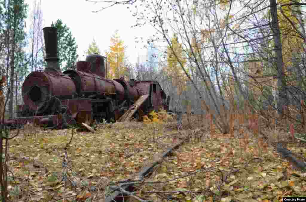 Several locomotives used on the railway were simply left behind to rust away once the project was aborted.