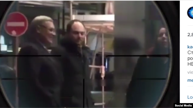 A screengrab from the Instagram account of Chechen leader Ramzan Kadryov that shows Russian opposition activists Mikhail Kisyanov (left) and Vladimir Kara-Murza in a rifle's crosshairs.
