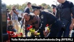 У Дніпрі вшанували пам'ять загиблих рік тому патрульних поліцейських