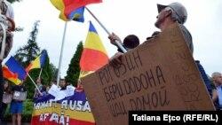 Протест проти приїзду віце-прем'єра Росії Дмитра Рогозіна до Молдови. Кишинів, 28 липня 2017 року