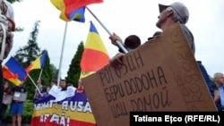 La protestul anti-Rogozin de la aeroportul Internațional Chișinău