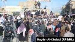 تظاهرة لعمال إحدى شركات التمويل الذاتي في بابل