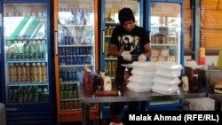 احد مطاعم الوجبات السريعة في بغداد