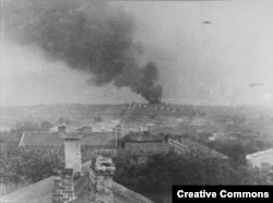 Füst a majdaneki haláltábor fölött 1943. októberében