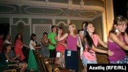 XXII Татар яшьләре көннәренә килгән вәкилләр Тинчурин театрында