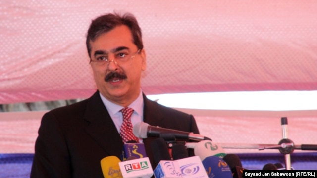 Pakistan's Prime Minister Yusuf Raza Gilani insists his government is only willing to talk to Taliban members who lay down their arms.