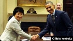 Кыргыз-АКШ лидерлери акыркы жолу 2011-жылы март айында Вашингтондо жолуккан. Эки өлкөнүн ошол учурдагы президенттери Роза Отунбаева жана Барак Обама.