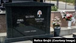 Spomenik bez verskih obeležja Timotiju Vasoviću, groblje kod Petrove crkve u Novom Pazaru