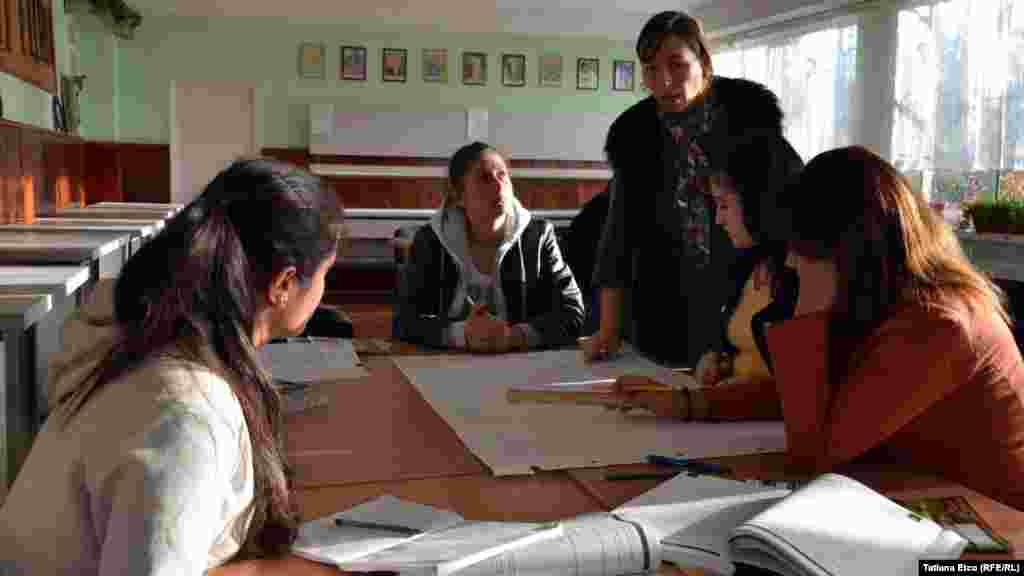La cursurile școlii de vinificație din Nisporeni...