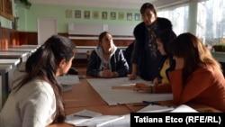 Elevi la Școala profesională Nisporeni