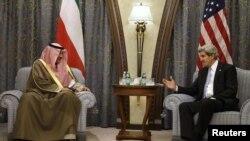 John Kerry gjatë takimit me ministrin e jashtëm të Kuvajtit, sheikun Sabah Al-Sabah