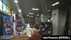 """Полиция в кинотеатре """"Мир Люксор"""""""