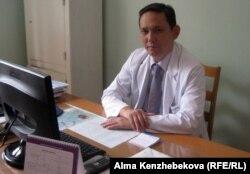 Сызғанов атындағы хирургия орталығы директорының орынбасары Ербол Шайхиев. Алматы, 14 тамыз 2013 жыл.