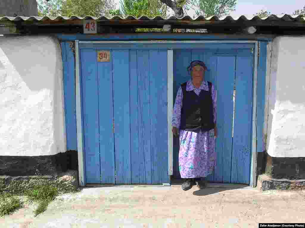 Старшее поколение еще помнит как в прошлом столетии их родители перебрались сюда из соседнего Китая