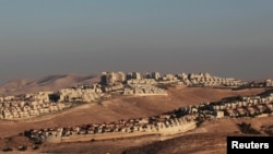 Вид на еврейское поселение на Западном берегу Йордана. 25 июля 2013 года.