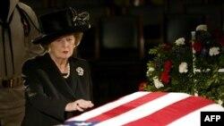 Цхьанатоьхна Штаташ -- Британин премьер-министр лаьттина Тэтчер Маргарет Iамеркан президент хиллачу Рейганан Роналдан тезетахь, 09Ман2004
