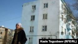 Мөлшермен Жаңаөзен оқиғасы кезінде полицияның халыққа от атқан видеосы түсірілген үй. 17 ақпан 2012 жыл.