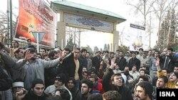 صحنهای از اعتراضات دانشجویی دانشگاه تهران در زمستان ۸۶