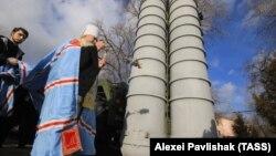 Sistem antirachetă sol-aer S-400 Triumf sfințit în Crimeea. 14 ianuarie 2017
