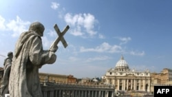 Vatikandakı Müqəddəs Pyotr meydanı