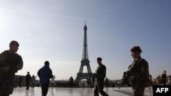 Париж, архівне фото