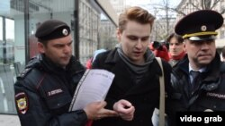 Чеченстандагы окуяларды иликтөө талабы менен Москвада акция чыккандар