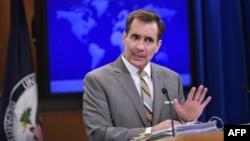 جان کربی، سخنگوی وزارت خارجه آمریکا در توییتر نوشته که «ارتباط میان پول پرداخت شده به ایران با آزادی زندانیان، کاملا غلط است».