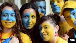 Украиналық футбол жанкүйерлері. Львов, 11 маусым 2012 жыл