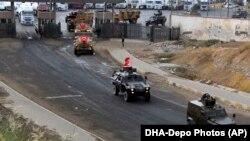 Makinat e ushtrisë turke në afërsi të pikëkalimit kufitar me Irakun në afërsi të Silopi, foto nga arkivi.