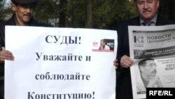 Евгений Жовтисті қолдаушылар акциясы. Орал, 12 қазан 2009 жыл.